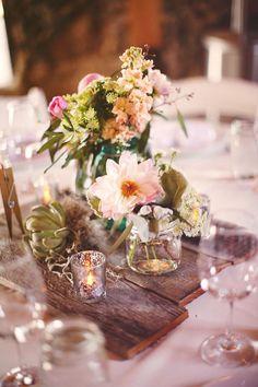 boho wood pallets wedding centerpiece / http://www.deerpearlflowers.com/rustic-wood-pallets-in-your-wedding/