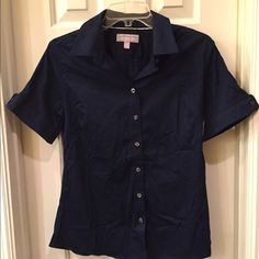Banana Republic NWT top size 10 NWT button front shirt size 10 tag attached no flaws Banana Republic Tops Button Down Shirts