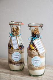 Má to šťávu!: Sušenky do sklenice - jedlý dárek Mason Jar Meals, Meals In A Jar, Mason Jars, Candle Jars, Candles, Diy Gifts, Ham, Diy And Crafts, Food And Drink