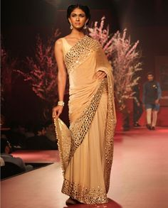 Manish Malhotra Latest Indian Designer Sarees Collection consists of new designs, styles of embroidered fancy, formal & wedding wear saree series Fancy Sarees Party Wear, Saree Designs Party Wear, Latest Saree Trends, Latest Sarees, Indian Designer Sarees, Latest Designer Sarees, Indian Sarees, Designer Sarees Collection, Saree Collection