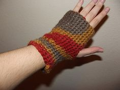Holly's Easy Crochet Wrist Warmers - 2$ PDF download from Craftsy!