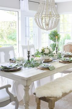 Elegant Black, White, and Green Farmhouse Table Setting for Fall Home Decor - Thanksgiving Entertaining IDEA - Home Stories A to Z Fall Home Decor, Autumn Home, White Farmhouse Table, Farmhouse Style, Design Apartment, Table Design, My Living Room, Dining Room Table, Dining Rooms