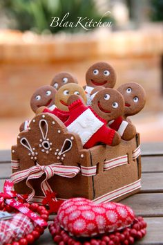 Cute gingerbread cookie box with gingerbread boys by Blau Kitchen