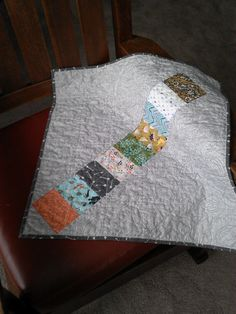 Mini HST quilt back. Made by Quiltmojo.