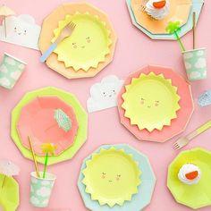 Sunny plates from Meri Meri (repost @OhhappyDay)