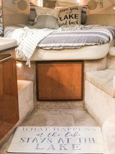 Yacht Design, Boat Design, Sea Ray Boat, Sailboat Interior, Interior Ideas, Interior Design, Boat Decor, Tally Ho, Boat Stuff