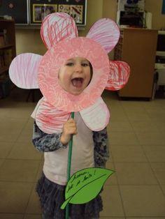 thema bloemen peuters - Google zoeken Summer Crafts, Holiday Crafts, Hobbies And Crafts, Diy And Crafts, Diy For Kids, Crafts For Kids, Mother's Day Theme, Cadeau Parents, Grandma Crafts