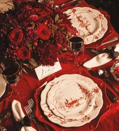 Love the Juliska plates and the centerpiece with various shades of red. Christmas Tabletop, Christmas China, Christmas Dishes, Christmas Table Settings, Christmas Tablescapes, Christmas Tea, Holiday Tables, Country Christmas, All Things Christmas