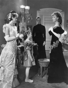Phoebe Foster, Cora Sue Collins, Ella Ethridge and Greta Garbo, Anna Karenina, 1935 Anna Karenina, Hollywood Cinema, Old Hollywood Movies, Classic Hollywood, Hollywood Actresses, Ginger Rogers, Carole Lombard, Divas, Bette Davis