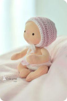 She is entirely too cute!!!  Rose - Poupée Waldorf - Câlinette 13cm : Jeux, peluches, doudous par calinette-ma-poupette
