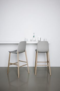 pinned by barefootblogin.com Sharky stools and narrow bar