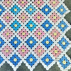 Fabric Crafts, Quilts, Blanket, Flowers, Projects, Buttons, Diy And Crafts, Star Quilt Blocks, Aprons