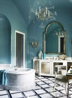 This stunning bathroom looks fit for a princess, and that's because it is. The elegant and irresistibly feminine space belongs to a Middle Eastern princess. Located in the heart of Paris,...