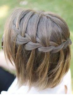 une coiffure a base de tresse en cascade Les 10 meilleures coiffures pour cheveux courts #cheveux #cheveuxcourts #tresse #monvanityideal #coiffure