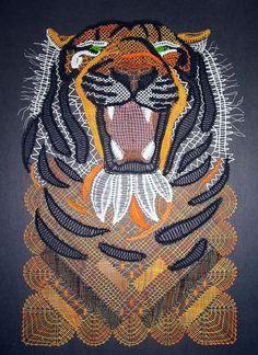 Panne d'internet, et Panne d'encre, Toutes mes excuses pour cette attente ! sc19 5€ Félin impressionnant, le tigre n'est peut être pas le roi de la savane mais que se passerait-il si un tigre et un lion se rencontrait ? Là n'est pas la question, admirons...