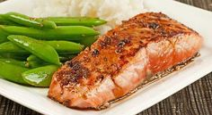 Salmon Fillets with Garlic-Soy Pan Sauce: This quick and easy recipe for salmon fillets and a tangy pan sauce made with garlic, lime juice, soy sauce and brown sugar is delicious served with steamed white rice and stir-fried sugar snap peas. Pan Sauce Recipe, Salmon Recipe Pan, Seared Salmon Recipes, Pan Fried Salmon, Pan Seared Salmon, Baked Salmon, Recipes For Salmon Filets, Garlic Salmon, Recipes