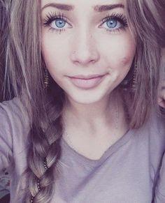 Light Ash Brown Hair My hair My Hairstyle, Pretty Hairstyles, Light Ash Brown Hair, Brown Hair With Blue Eyes, Girl With Purple Hair, Green Eyes, Tumbrl Girls, Beauty Makeup, Hair Beauty