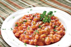 Easy Baked Beans I've made these for years without the bacon. They are always a favorite! Easy Baked Beans, Georgian Food, Romanian Food, No Sugar Foods, Seitan, Tzatziki, Frappe, Side Recipes, Chana Masala