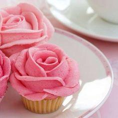Cups con rosas de betún