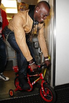 Balotelli on a bike