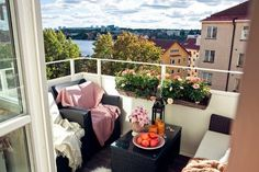 The best balcony decoration samples in this gallery. These beautiful balcony ideas will inspire you really. If you were tired of your old balcony design, Apartment Balcony Decorating, Apartment Balconies, Terrace Garden Design, Small Balcony Decor, Outdoor Rooms, Outdoor Decor, Interior Design Living Room, Design Interior, Home Decor