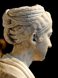 Bust of a Roman lady (Vibia Sabina?). Detail. Marble. 130—140 CE. Inv. No. AS I 96. Vienna, Museum of Art History