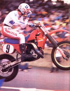 Honda Dirt Bike, Dirt Bike Racing, 2 Stroke Dirt Bike, Mx Bikes, Motocross Riders, Off Road Bikes, Vintage Motocross, Motorcycle Art, Sports Figures