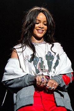 "Rihanna Drops ""American Oxygen"" On Tidal (We're All Part Of The Jay Z Empire Now) #refinery29  http://www.refinery29.com/2015/04/85032/rihanna-new-song-american-oxygen-tidal"