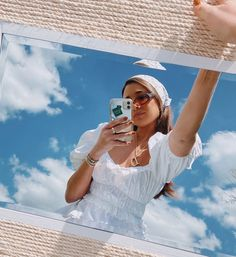 5 details your summer tops should have in 2020 to make you look fancier. Here's a selection of our favorite options for the season to come! Instagram Pose, Instagram Story Ideas, Summer Aesthetic, Aesthetic Photo, Photography Poses, Fashion Photography, Best Photo Poses, Cloud Photos, Foto Casual