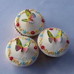 http://www.cakesbylorinda.com.au/gallery/cupcakes/ Fun Cupcakes, Wedding Cupcakes, Baking Cupcakes, Cupcake Recipes, Pretty Cupcakes, Beautiful Cupcakes, Themed Wedding Cakes, Floral Cupcakes, Decorated Cupcakes