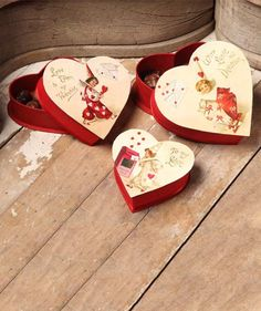 Valentine Nesting Treat Boxes from The Holiday Barn