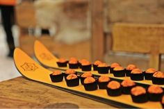 Apres Ski party - novel way to serve canapés. Winter Parties, Holiday Parties, Corporative Events, Apres Ski Party, Ski Wedding, Brunch Wedding, Ski Bar, Veuve Cliquot, Christmas Party Themes