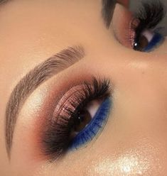 Bottom Lash Blue Eyeshadow Bottom Lash B Blue Eyeshadow Blau Blue Boden Bottom Eyeshadow Lash Lidschatten Wimpern Makeup Eye Looks, Blue Eye Makeup, Smokey Eye Makeup, Pretty Makeup, Eyeshadow Makeup, Eyeshadow Ideas, Blue Eyeshadow Looks, Makeup Brush, Blue Eyeshadow For Brown Eyes