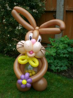 Learn to create balloon decorations, how to twist balloons and how to make balloon animals with our online courses and tutorials Ballon Decorations, Balloon Centerpieces, Balloon Columns, Balloon Arch, Ballon Arrangement, Clown Balloons, Ballon Animals, Twisting Balloons, Balloon Crafts