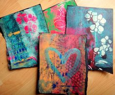 I can't stop making those fabulous prints using Gelli Art printing plate. This time I used black paper.