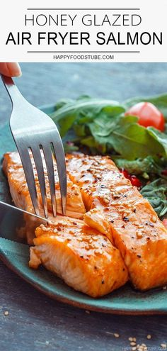 Honey glazed air fryer salmon fillets are ready on your table in 10 minutes so if you are looking for easy air fryer recipes or quick weeknight dinners, this is it! dinner recipes for two Honey Glazed Air Fryer Salmon - Happy Foods Tube Air Fryer Recipes Breakfast, Air Fryer Oven Recipes, Air Frier Recipes, Air Fryer Dinner Recipes, Air Fryer Recipes Salmon, Breakfast Dishes, Quick Salmon Recipes, Quick Recipes, Seafood Recipes