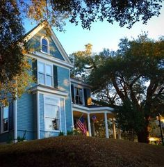 Starling's Rest Bed & Breakfast Natchez (Mississippi) Featuring free WiFi and a sun terrace, Starling's Rest Bed & Breakfast offers pet-friendly accommodation in Natchez. Guests can enjoy the on-site bar. Free private parking is available on site.