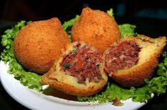 Coxinha de Carne Seca, massa deliciosa e o recheio você pode fazer esse de carne seca ou outro se assim preferir,   http://cakepot.com.br/coxinha-de-carne-seca/