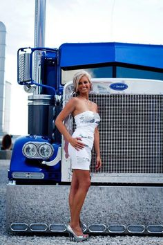 "Kayse with her old ride, ""bilt to be noticed. Show Trucks, Big Rig Trucks, Custom Big Rigs, Custom Trucks, Trucks And Girls, Car Girls, Pernas Sexy, Peterbilt Trucks, Peterbilt 379"