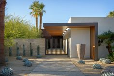 Exquisite modern desert home captivates in Palm Springs