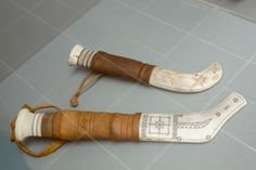 Sami tools, thin plack patterns against white.  http://upload.wikimedia.org/wikipedia/commons/0/0f/Sami_knives_-_Arctic_Museum.jpg