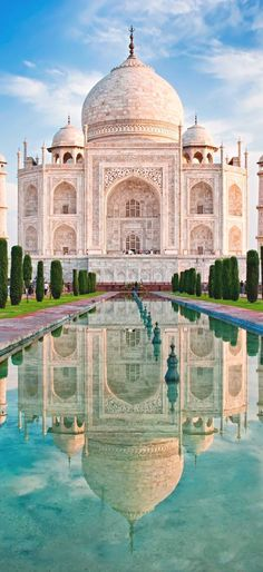 O Taj Mahal é uma das mais belas 7 maravilhas do mundo. Situado junto à antiga…  India Travel Få mere information på vores websted    https://storelatina.com/india/travelling  #indiaferias #foodindian #travelindia #vacaciones