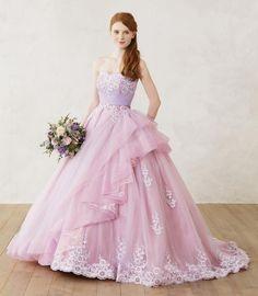 甘すぎない可愛さが今っぽい!♡ くすみピンクのドレスが素敵すぎるんです(*˘︶˘*).。.:*♡ ピンクってやっぱり可愛らしいイメージがあるけれど 色味を程よく抑えた「くすみピンク」なら 大人可愛く上品に仕上がるんです♩ おしゃれ花嫁さまの間で話題の くすみピンクのカラードレスをcheckしましょ^^❤️ ●エアリー感がとっても上品な一着 出典:Leaf Bridesの公式HPはこちら☆* チュールのエアリー感が上品で素敵な一着です♡ オフショルダーのデザインも可憐** ●×レトロな雰囲気 出典:Four Sis & Co.の公式HPはこちら☆* レンガつくりのレトロな雰囲気にピッタリな くすみピンクのドレスがおしゃれ♩ 小嶋陽菜さん着用のこちらのドレスかいかが? ●トレンドのサッシュベルト 出典:Hatsuko Endoの公式HPはこちら☆* 繊細なレースから広がるくすみピンクのチュールが とっても可愛いです** 透明感のあるドレスに添えられたサッシュベルトがおしゃれ ●ゴージャスなスレンダードレス 出典:CATHERINEの公式HPはこちら☆* 見るものの心を...