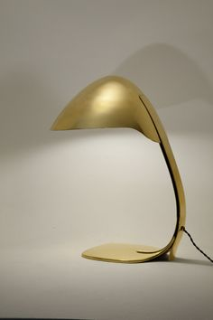 Paavo Tynell - Lampe de table en laiton. Finlande, circa 1950