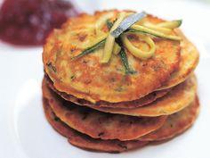 Kesäkurpitsaohukaiset Salmon Burgers, Pancakes, Breakfast, Ethnic Recipes, Food, Morning Coffee, Essen, Pancake, Meals
