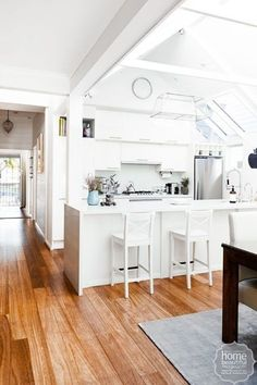 10 classic kitchens you will love forever - Home Beautiful Beautiful Kitchen Designs, Beautiful Kitchens, Beautiful Homes, Laminate Cabinets, Love Home, House Rooms, Home Kitchens, Dream Kitchens, Decoration