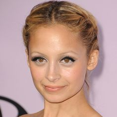 10 of Nicole Richie& Best Style Moments: Nicole Richie turns 30 today, and to celebrate, we& collected 10 of her most gorgeous looks — from her signature boho braids and headbands to her most amazing eyeliner. Celebrity Hairstyles, Up Hairstyles, Popsugar, Jasmine Hair, Blonde Streaks, Long Hair With Bangs, Hair Bangs, Flawless Face, Gold Eyes