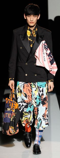See all the Collection photos from Vivienne Westwood Spring/Summer 2015 Menswear now on British Vogue Spring Fashion, Kids Fashion, Fashion Show, Fashion Design, Men's Fashion, Dolly Fashion, Vogue Paris, Vivienne Westwood Man, Empire