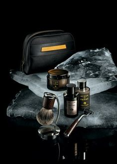 These gifts are perfect if you want to create something tailored to a specific person. Guys Grooming, Men's Grooming, Handmade Gifts For Men, Unique Gifts For Men, Shaving Set, Men Shaving, Shaving Cream, Straight Razor Shaving, Shaving Razor