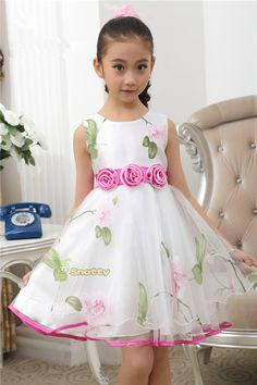 Mod@ en Line@ Little Dresses, Little Girl Dresses, Cute Dresses, Girls Dresses, Flower Girl Dresses, Fashion Kids, Little Girl Fashion, Toddler Dress, Baby Dress